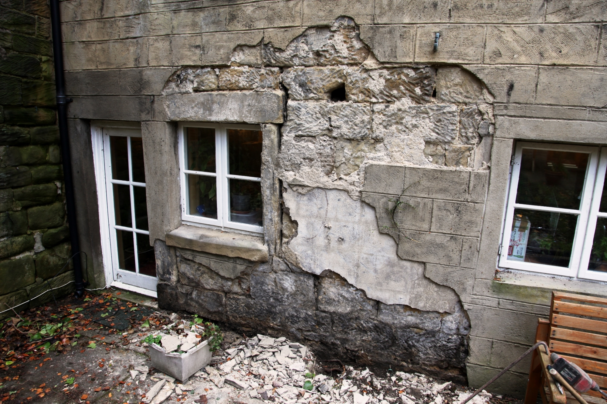 damp problems caused by cement render trapping water into walls